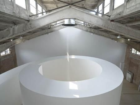 Anish Kapoor, Ascension, 2003, site specific project, mixed material, space dimension. Galleria Continua Beijing, 2007. Photo by Oak Taylor-Smith.