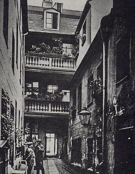 1900 Berlin, Hinterhof Fischerstraße 29, im 2. Weltkrieg zerstört. – jeybee 68