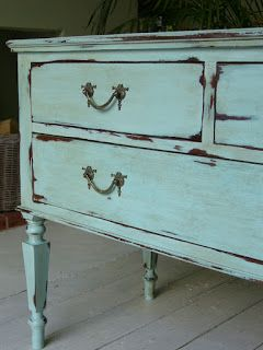 Chalk Paint 1 part 'Provence' mixed with 2 parts 'Old White'. Waxed with clear, dark, clear, again.