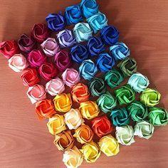 折り紙で作る立体的なバラ(薔薇)の折り方。簡単な作り方とアイデア