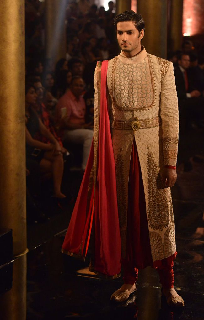 Model walking on the ramp for JJ Valaya at the BMW India Bridal Week (IBFW) 2014.
