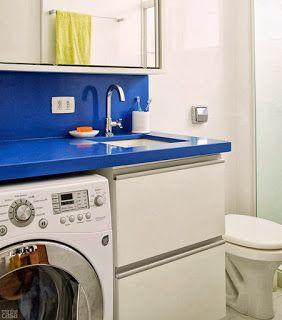 maquina de lavar no banheiro.