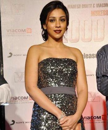 Amrita Puri praises Chetan Bhagat!