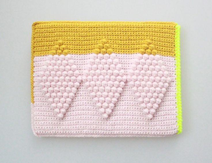 Crochet Ipad sleeve by Lutter Idyl