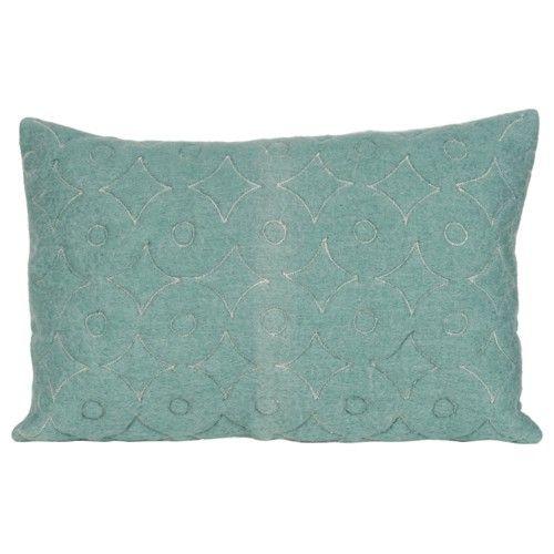 Deze zachte wol mohair kussens met doorgestikt cirkel patroon zijn een vrolijk en aaibaar accent voor op je bank.