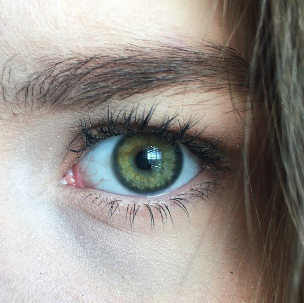 Forest green eyes (the color of eyes I believe I have).