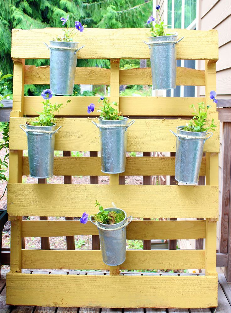 small space flower garden diy pallet project. Black Bedroom Furniture Sets. Home Design Ideas