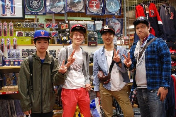 【大阪店】 2014年5月7日 MLB大好きなお客様です!! セレクションに、気に入った商品があれば嬉しいです☆彡 またいつでも来てくださいね^^