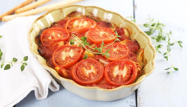 Prøv denne oppskriften med torsk i tomatform med potet, hvitløk, chili. Det eneste som tar tid er tiden den trenger i stekeovnen. Serveres med grovt brød.
