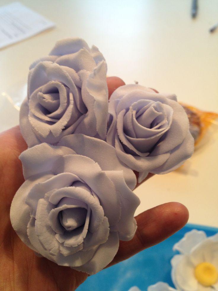 Decor #cakeart #tarta #tårta #rosor #roses #sugarart