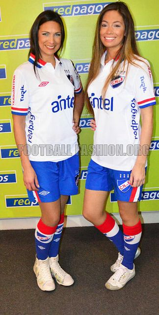 Club Nacional de Football 2013/14 Umbro Home and Away Kits