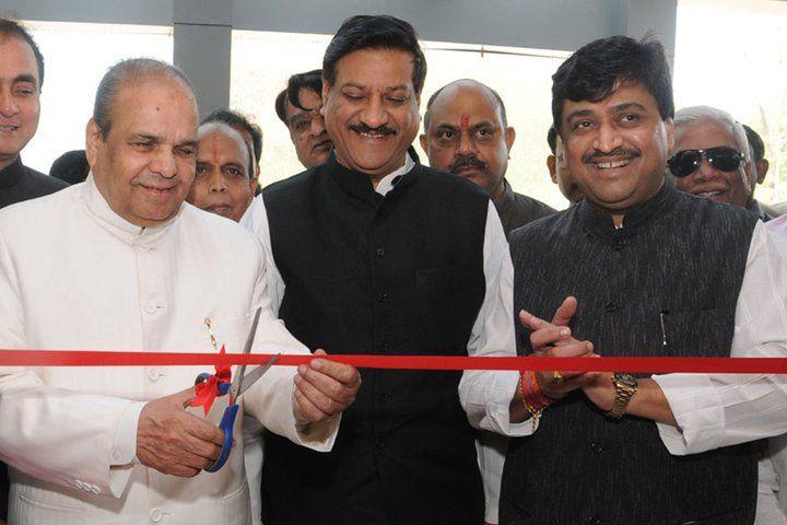 Ashok Chavan Photo along with Maharashtra Chief Minister Prithviraj Chavan and Governor K ShankarNarayan.