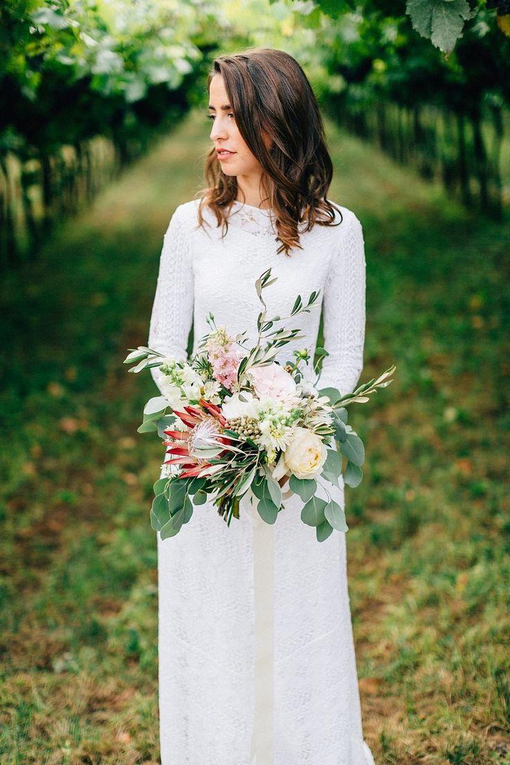 Brautstrauß mit Eukalyptus und Protea von Anmut und Sinn, Foto: Daniela Reske