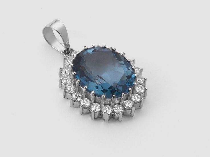 Pingente Kate Princess em Ouro Branco com 67 Ptos de Diamantes e Pedra Topázio London Blue | Guest Club