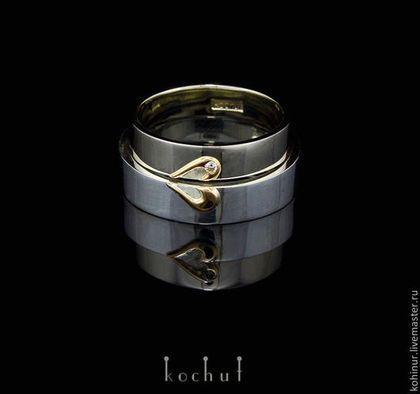 Купить или заказать Свадебные кольца 'Половинки'. Золото, белое золото, бриллиант в интернет-магазине на Ярмарке Мастеров. Эти кольца могут служить в роли обычных колец для двух влюбленных, как кольца на годовщину или обручальные кольца. Кольца можно сделать из серебра с золотым сердцем, или наоборот - кольца золотые, а сердце из белого золота или серебра. Также возможен вариант когда одно кольцо из серебра, а второе из золота. Кольца символизируют слияние двух половинок в одно целое.