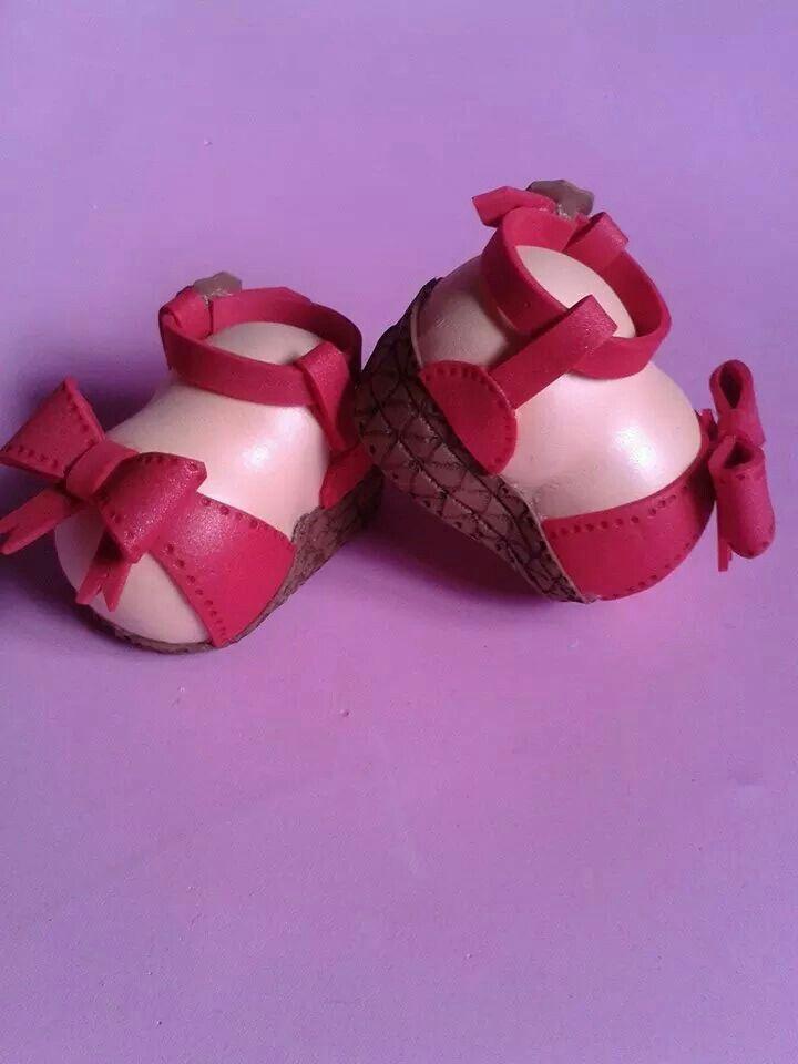 Sandalias de tacón con lazo para fofuchas.