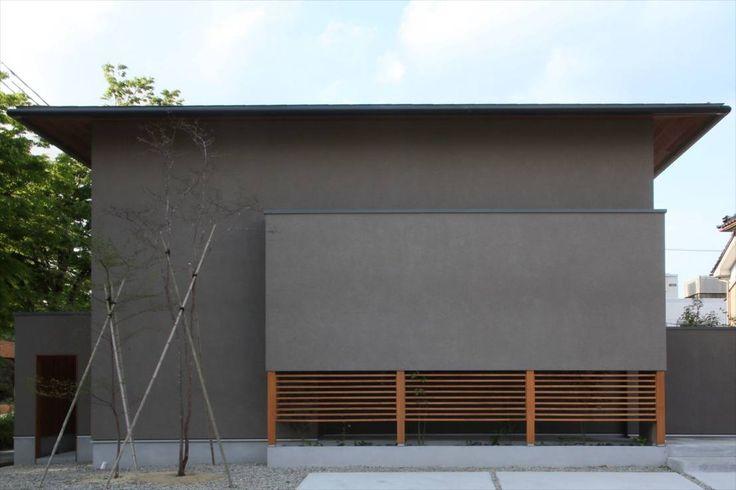 ご紹介するのは、自然素材を使った四季の変化を楽しむ住まいです。アトリエレトノが手掛けた本住宅は、シンプルな空間に生まれる…