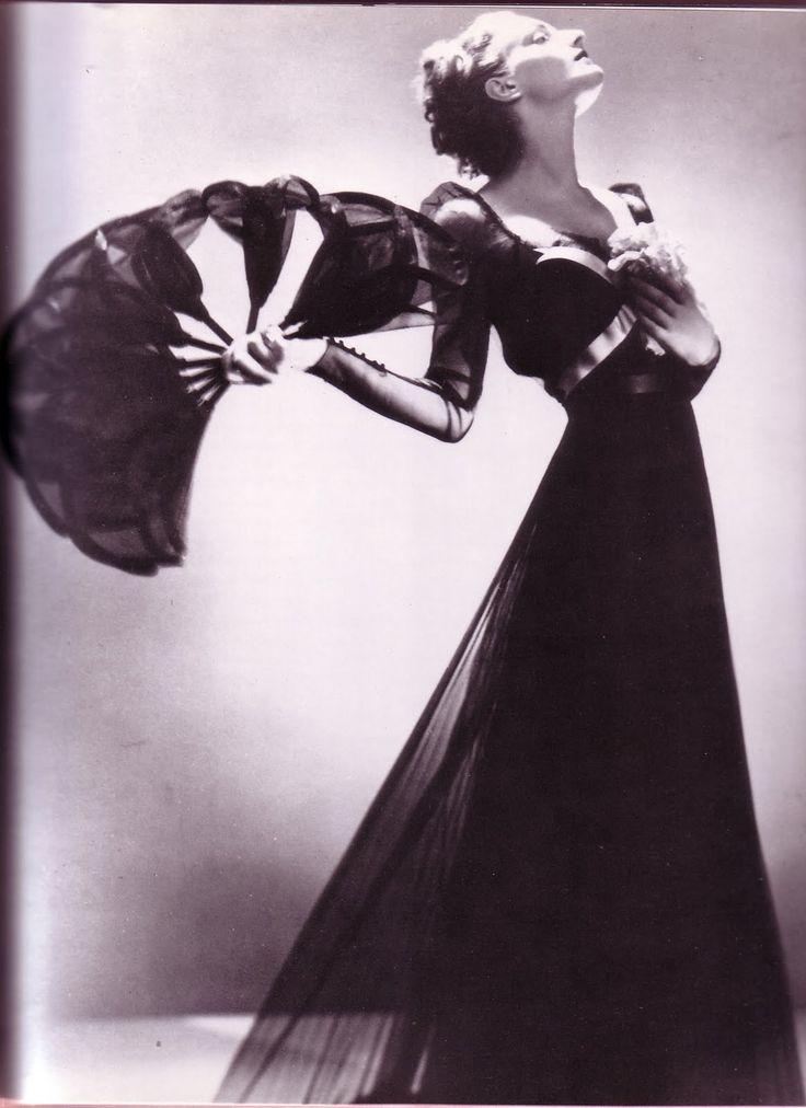 A subtle fan, Mainbocher 1936Elsa Schiaparelli, Evening Dresses, Man Ray, Vintage Glamour, Vintage Fashion, Fashion Design, Manray, Evening Gowns, Photography Fashion