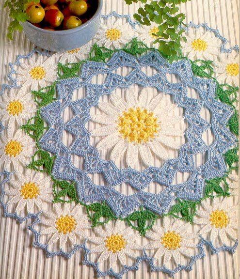 Crochet 'Daisy Corona' Doily ~ Free pattern  ༺✿ƬⱤღ http://www.pinterest.com/teretegui/✿༻