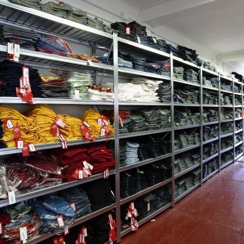 Estantería Expositor Textil https://www.esmelux.com/estanter%C3%ADa-expositor-textil