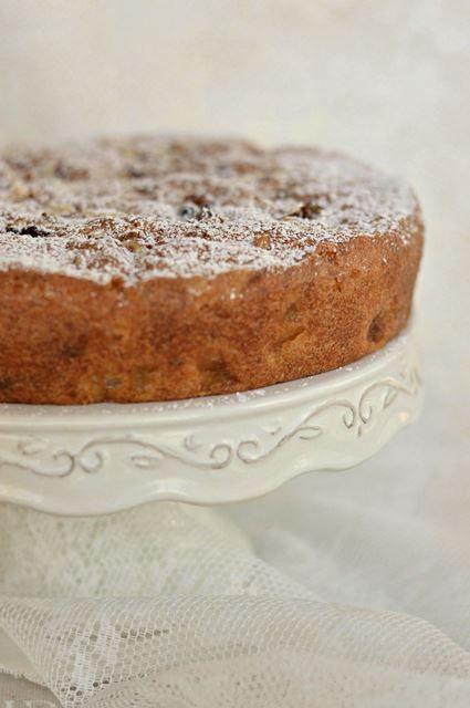 La torta d'autunno con pere e noci