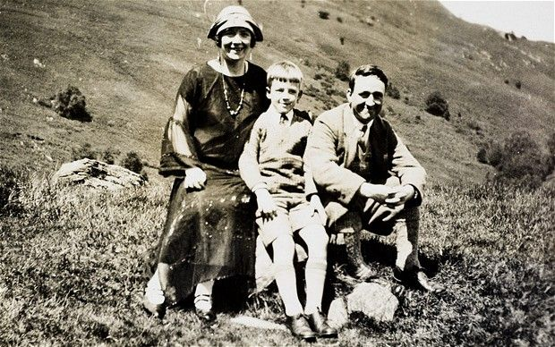 Alf as a young boy with his parents