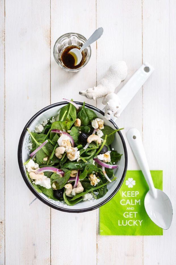 Luistertip tijdens het klaarmaken van deze salade: The Black Eyed Peas - I Gotta Feeling