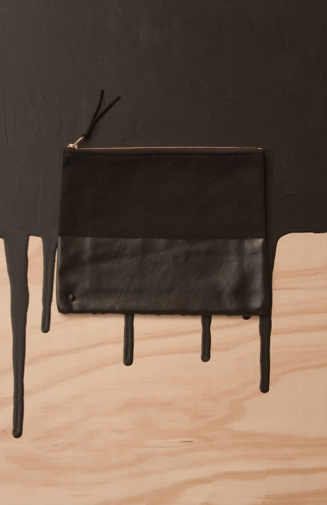 paint dipped pouch / airi isoda, wrk-shp.Diy Bags, Dips Pouch Black, Black Leather, Clutches Pouch Diy, Black On Black, Painting Dips, Products