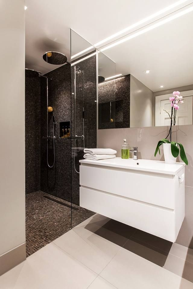 Brillante mosaic can be laid vertically or on the floor. Tiles can be used in contact with water because the mosaic surface is slip-resistant.