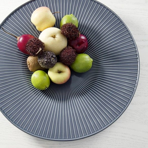 Be inspired by this white fruit dish from Kähler's Hammershøi range. The dish is made of white ceramic and decorated with the characteristic Hammershøi furrows.