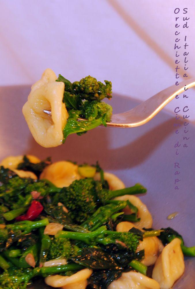 Orecchiette e Cime di Rapa - Chiancarelle e Cime di Rapa http://cucinasuditalia.blogspot.it/2013/10/orecchiette-e-cime-di-rapa.html