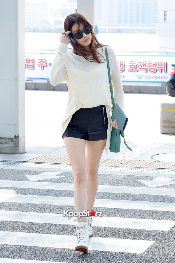 Kang Sora at Incheon Airport heading to Maldives for Photo Shooting Sept 13, 2014