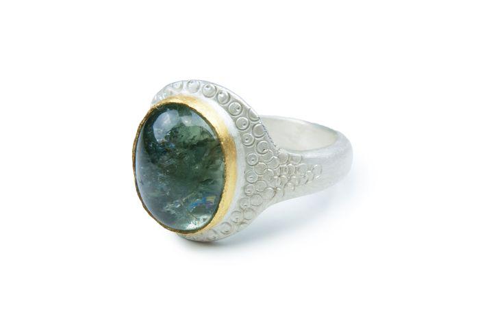 Ring aus Silber 925/- mit Turmalin in Feingold 999/-gefasst , punziert   © Kathrin Dunst