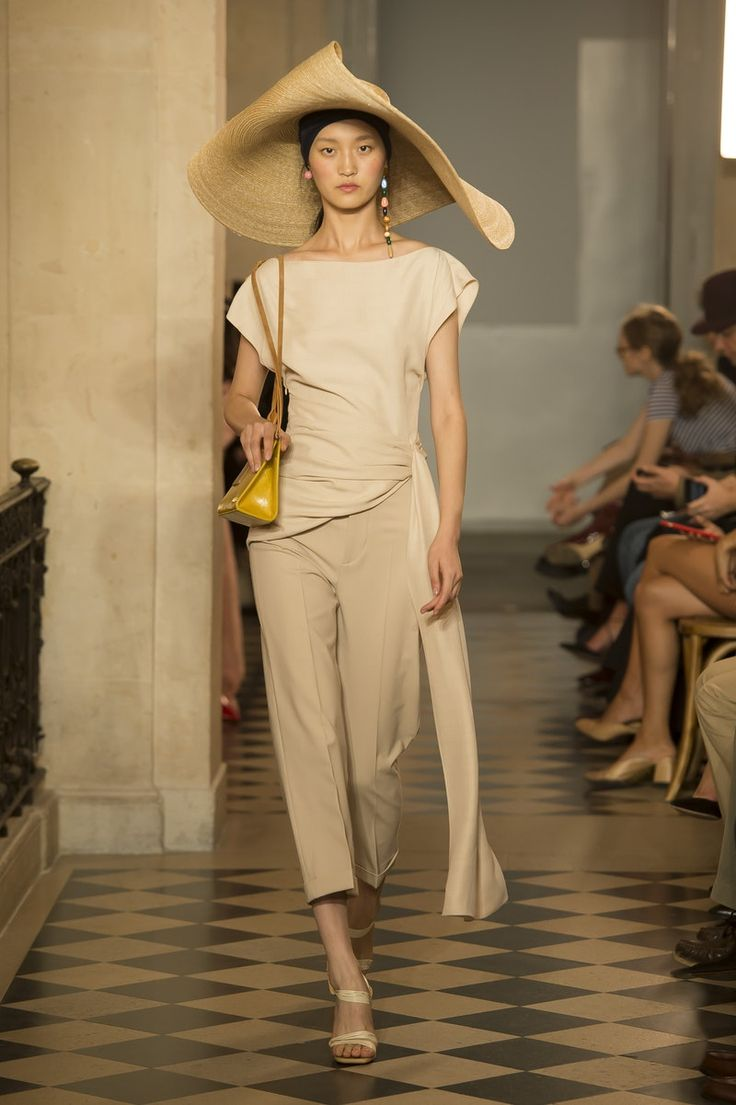 Jacquemus   Ready-to-Wear - Spring 2018   Look 27