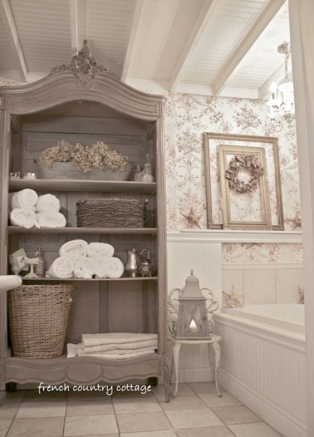 Prachtige kast, mooi in de badkamer.