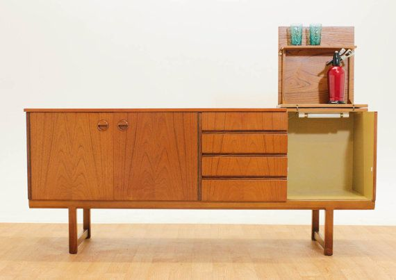 Oooh, I love this! How much fun is this fabulous credenza!