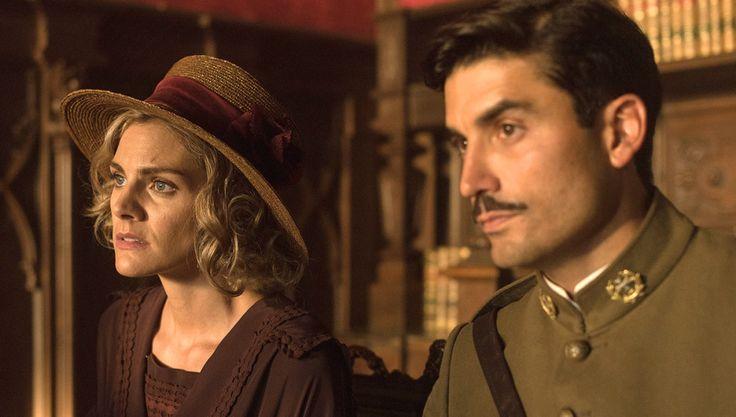 9.- Julia se refugia en Fidel, quien le muestra todo su apoyo y consuelo.-  C,.