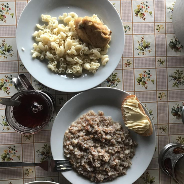 Сегодня на ужин гречневая каша на молоке, рожки с куриной котлетой, хлеб с маслом и сладкий чай #детямвкусно #детямполезно #nextcampвсмоленске #ужин #ужинвnext camp