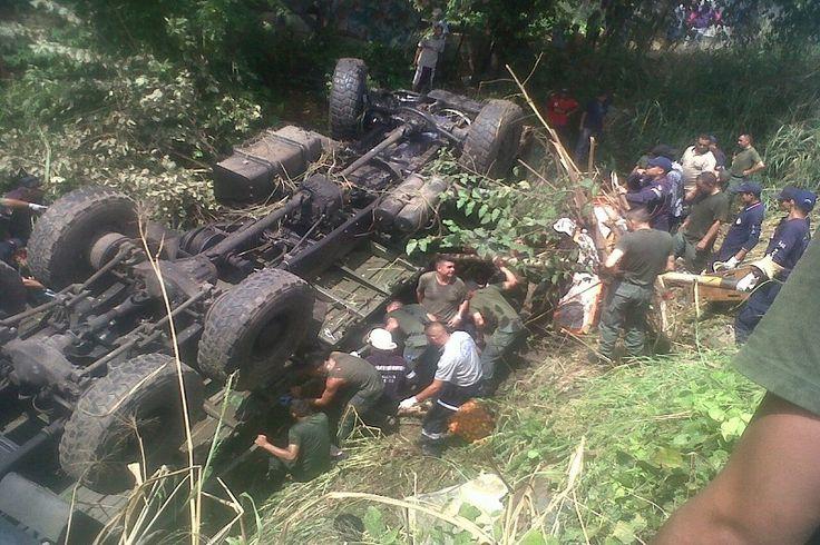 ¡LAMENTABLE! Murieron 7 GNB en vuelco de vehículo militar en Cojedes - http://www.notiexpresscolor.com/2016/10/27/lamentable-murieron-7-gnb-en-vuelco-de-vehiculo-militar-en-cojedes/