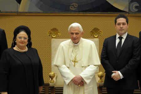 «Кирилловичи» Мария Владимировна и Георгий Гогенцоллерн на встрече с папой римским Бенедиктом XVI
