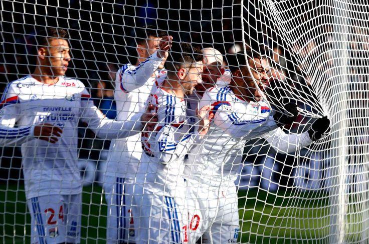 Alexandre Lacazette (OL) célèbre son but lors de la rencontre avec le FC Metz, lors de la 22e journée de Ligue 1, le 25 janvier au Stade Gerland de Lyon.