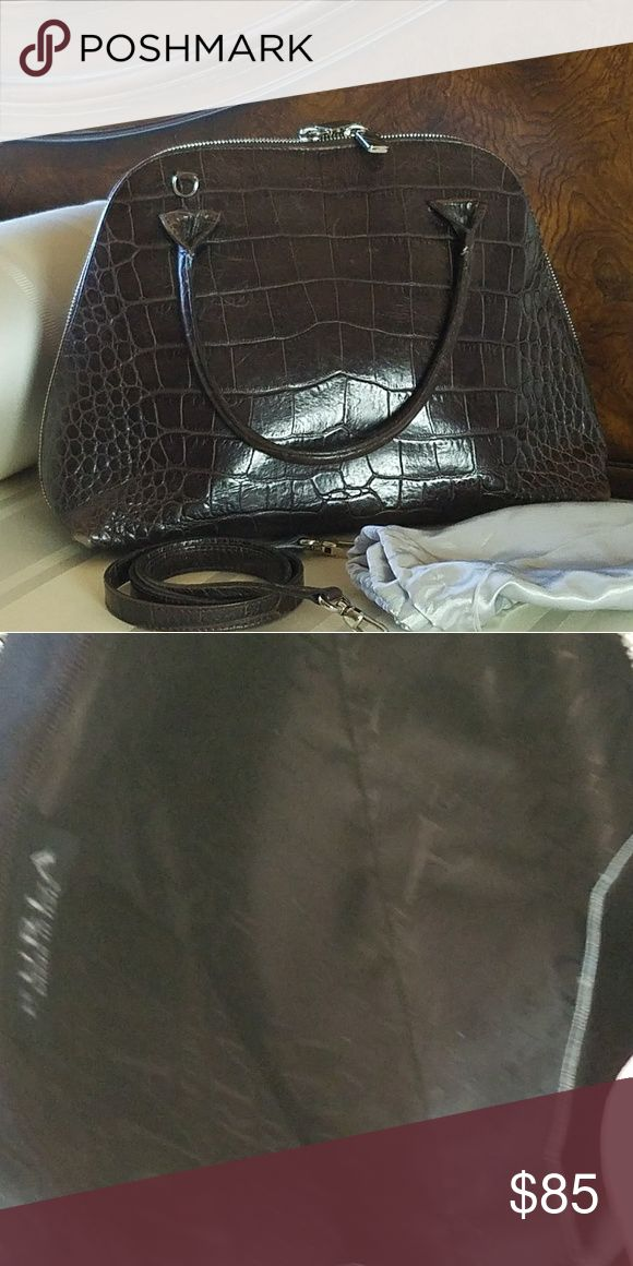Furla purse Furla shoulder bag has a detachable shoulder strap and handles. Purse is in good condition with slight wear on the bottom corners - see photos. This purse is easy to use, very roomy and super comfortable. Non smoking no pet environment. Looks very classy! Furla Bags Shoulder Bags