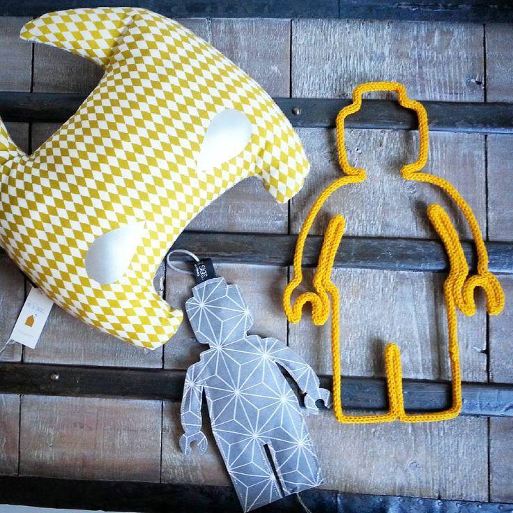 ~ Lego addict ~ Merci mille fois pour cette superbe commande Sophie... je suis fan de votre travail! Si vous ne connaissez pas encore ses jolies veilleuses je vous invite à aller visiter sa page @passisagesbordeaux ! :) #manitricotine#lego#tricotin#legostagram#legoart#legoaddictfamily#decorationdinterieur#faitmain#knitforkids#knitagram#knittersofinstagram#instaknit#instaknitting#spoolknitting#handmadewithlove#madeinlyon#madeinfrance #lesptitsbonheursdemani