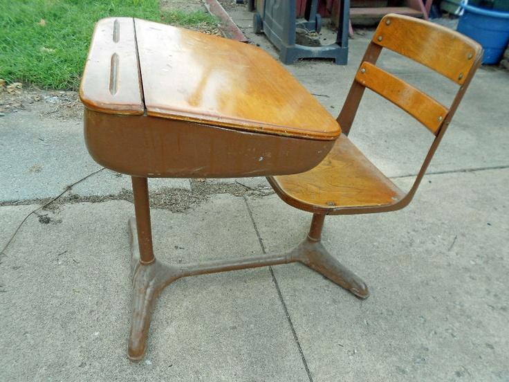 Vintage 1950u0027s Metal/Wood Elementary School Desk (B)