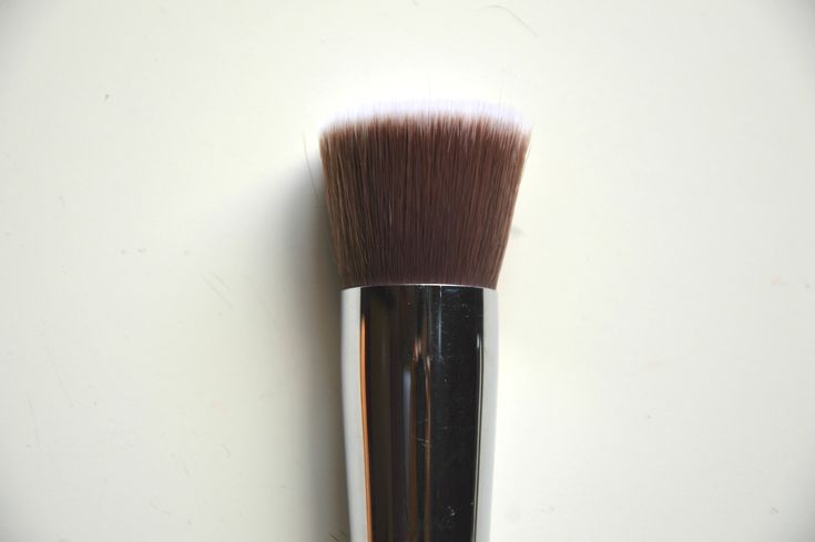 Sigma F80 Flat Kabuki Brush | Top Foundation Brush