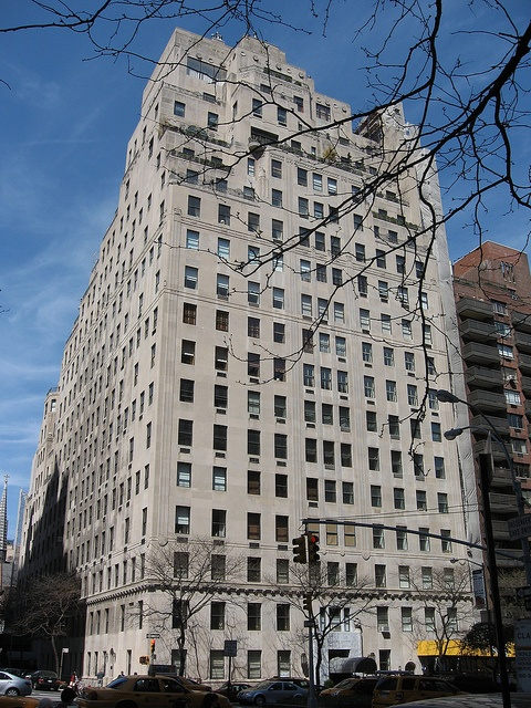 740 Park Ave. (1929–30)  Architect: Arthur Loomis Harmon of Shreve & Lamb, Rosario Candela  Lenox Hill  Upper East Side, New York    The building has 31 units, the largest of which consists of 37 rooms (the former John D. Rockefeller apartment). They were mg