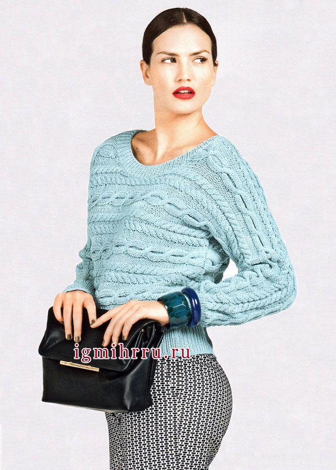 Светло-бирюзовый пуловер с косами, связанный единым полотном в поперечном направлении, от Bergere de France. Спицы