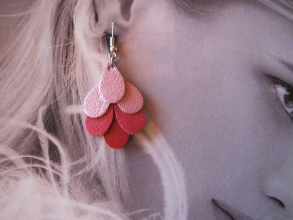 Boucles d'oreille en cuir rose nacré fushia et rouge par MandiLo, €16.00