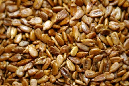 PALEO CAYENNE ROASTED SUNFLOWER SEEDS. Wanna give this recipe a shot? - http://paleoaholic.com/paleo/paleo-cayenne-roasted-sunflower-seeds/