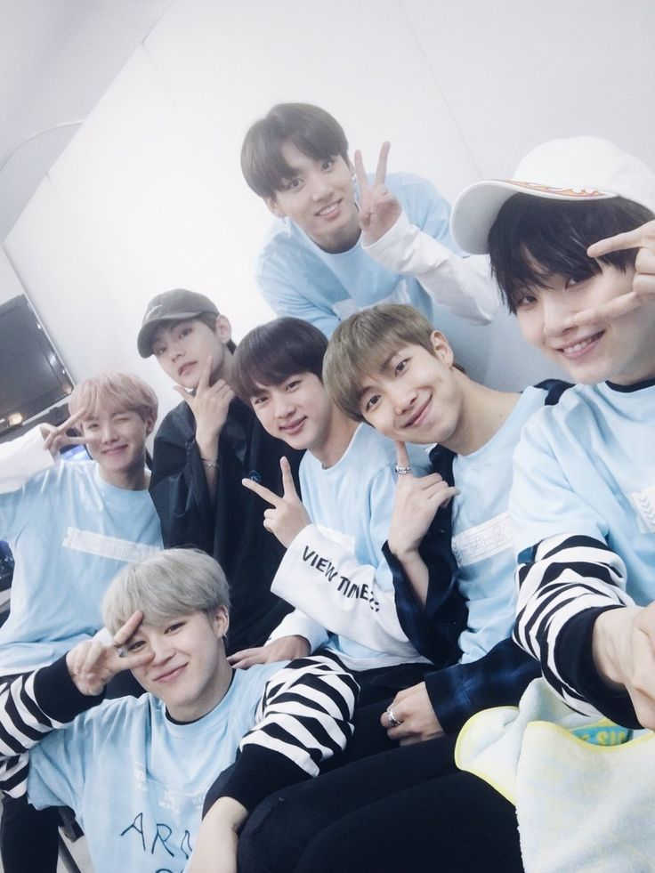 They all look so super cute in baby blue! (of course also TaeTae looks adorable too in black )